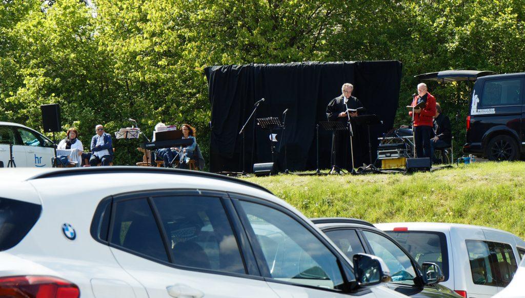 Armin und Lothar beim Drive-In Gottesdienst.